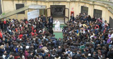 """Papa Francesco: """"Trovare un maestro di vita è una delle cose belle, belle, belle"""""""