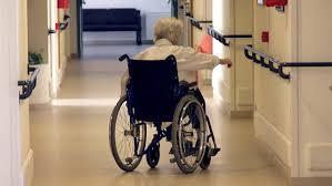 Residenze sanitarie per anziani: luoghi di cura o di internamento?